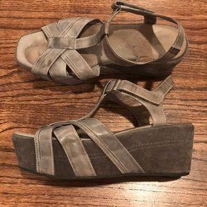 Women's antelope sandal, gray